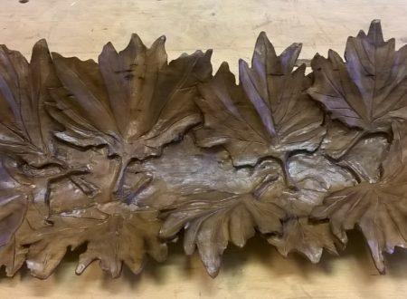 Scultura di foglie su foglie. Di Bruno Costa