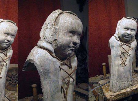 Scultura di Gesù Bambino.